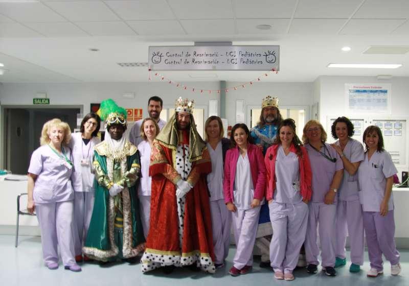 Los Reyes Magos en Pediatría del Hospital La Fe. FOTO EPDA