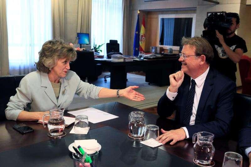 La ministra de Sanidad, Consumo y Bienestar Social en funciones, María Luisa Carcedo, y el president de la Generalitat, Ximo Puig, durante la reunión que han mantenido este miércoles, en Madrid. EFE/Fernado Alvarado
