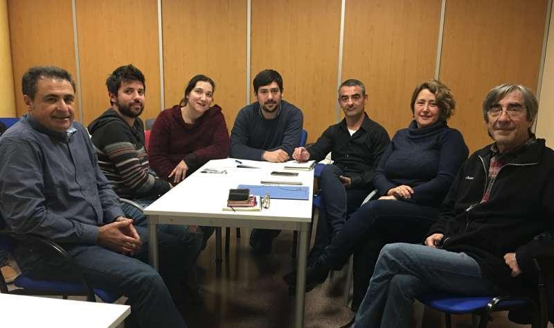 Miembros de EU y de Podem en una de las reuniones de las negociaciones que han llevado a cabo en Sagunt. EPDA