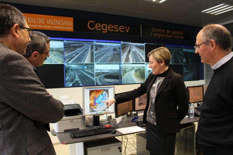 La consellera en el Centro de Seguridad Vial de la Generalitat. //EPDA