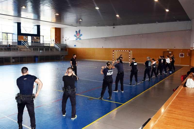 Vilamarxant acull una jornada de formació en l?ús del bastó extensible policial