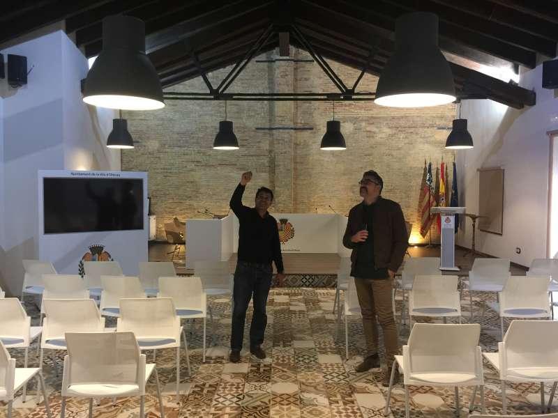 El alcalde de Olocau visitando la planta superior de la antigual Alamzara. //EPDA