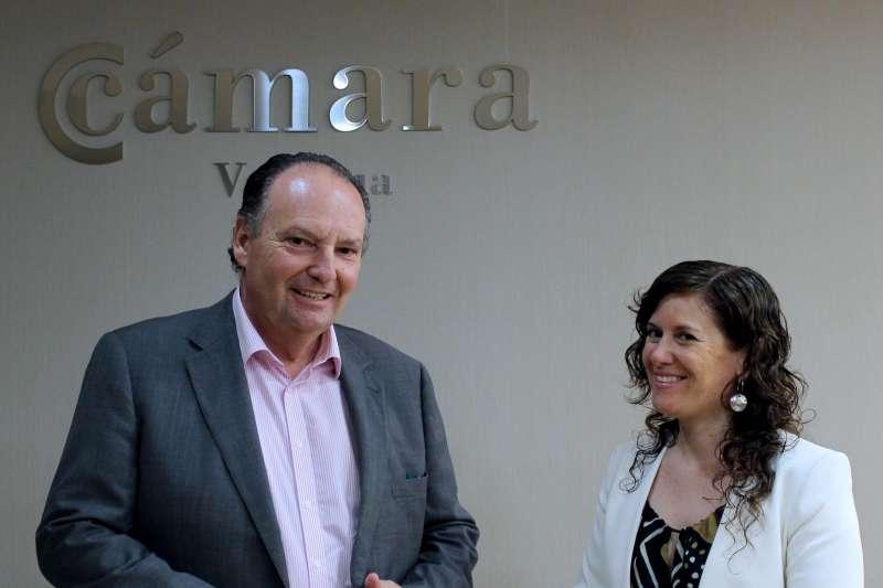 La diputada Mentxu Balaguer y el presidente de la Cámara José Vicente Morata