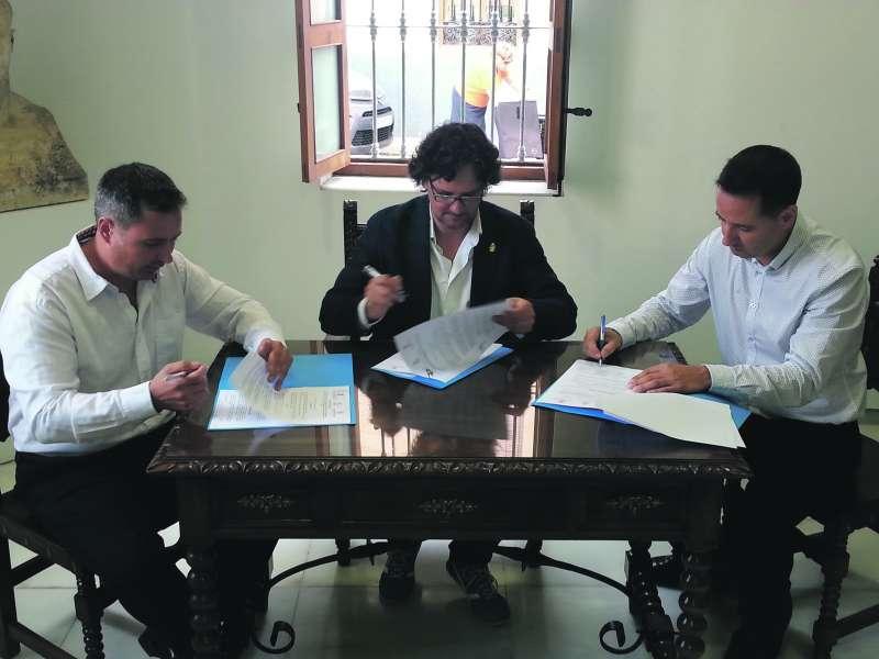 Claramunt, Riera i Ruiz, en la signatura del conveni de l?any 2016. EPDA