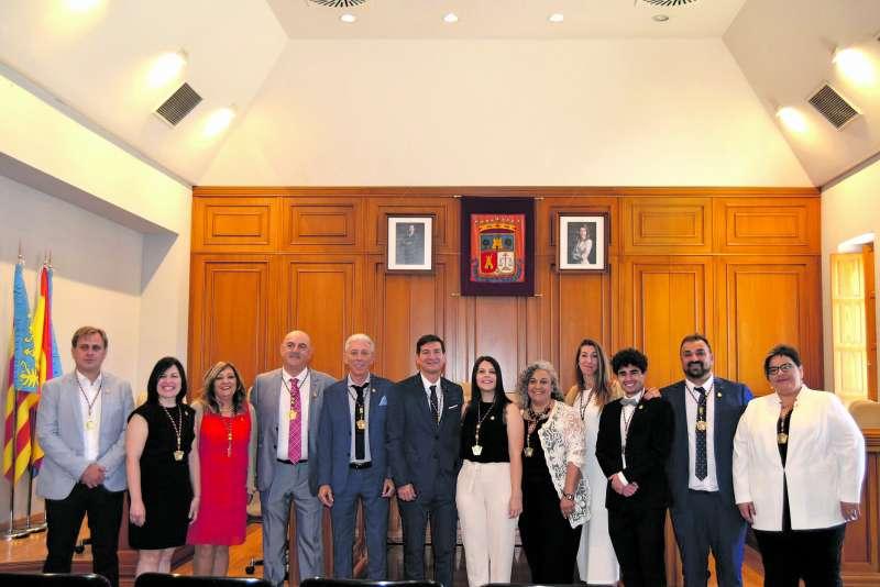 Rafa García, con el resto de concejales que integran el gobierno local de Burjassot. / epda