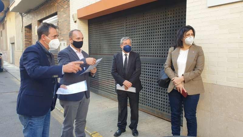 Raga acompaña al conseller en su visita al municipio. / EPDA