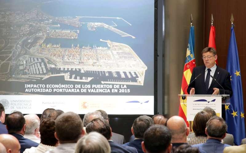 Ximo Puig en la presentación del informe de la Autoridad Portuaria de València.