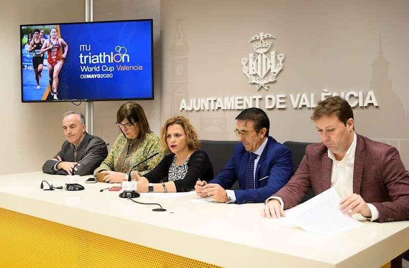 Presentación de la Copa del Mundo de Triatlón Valencia 2020, en una imagen difundida por el Ayuntamiento de la ciudad.