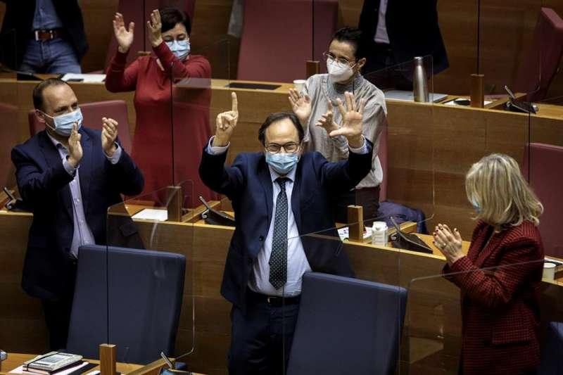 El conseller de Hacienda, Vicent Soler, durante el pleno de Les Corts Valencianes. EFE