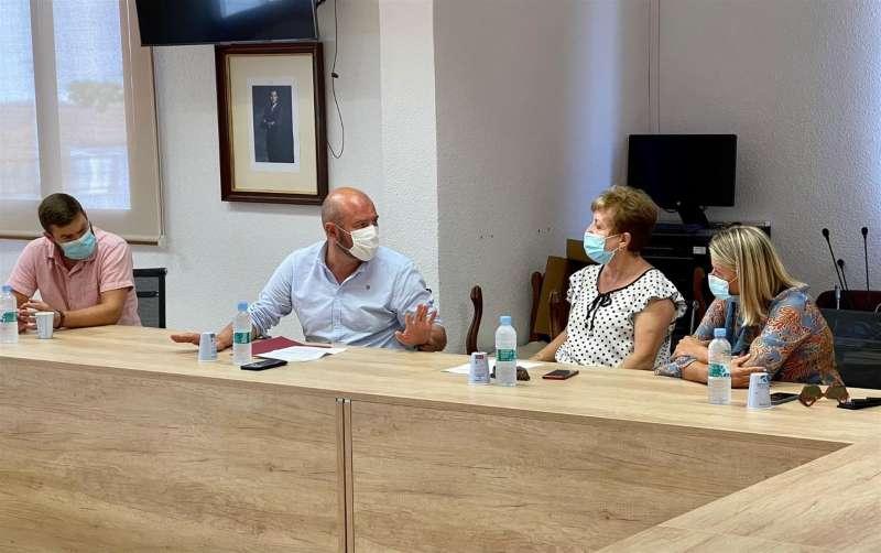 Un momento de la reunión en una fotografía facilitada por la Diputación de Valencia.