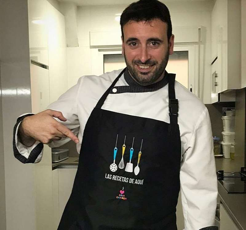 Rubén Fenollar luce delantal. EPDA
