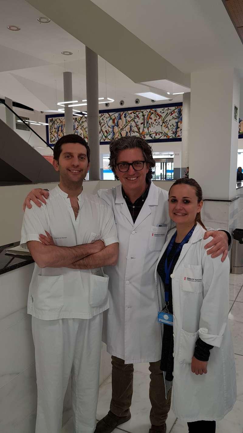 Los doctores Gonzalo García Fadrique, Carlos Reig y Ana Soto del servicio de Urología del Hospital de Manises.