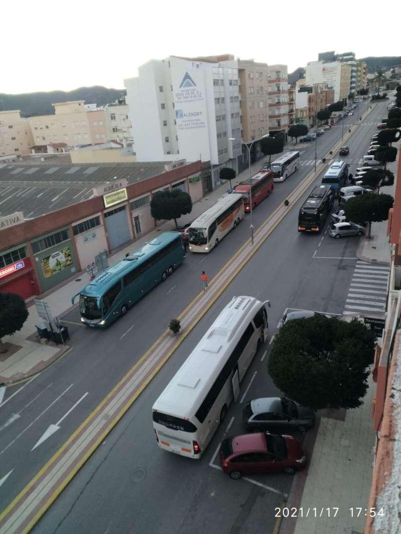 Siete autobuses en la avda. de España de Segorbe