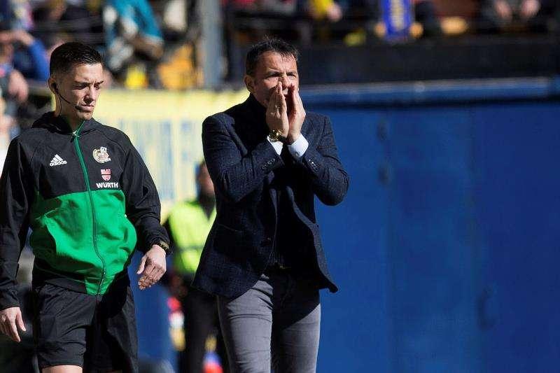 El entrenador del Villarreal Javier Calleja no pudo regresar al banquillo del Villarreal con victoria tras empatar ante el Espanyol. EFE