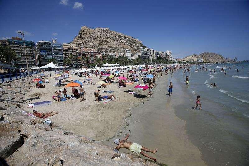 Playa del Postiguet, en Alicante. EFE/Archivo