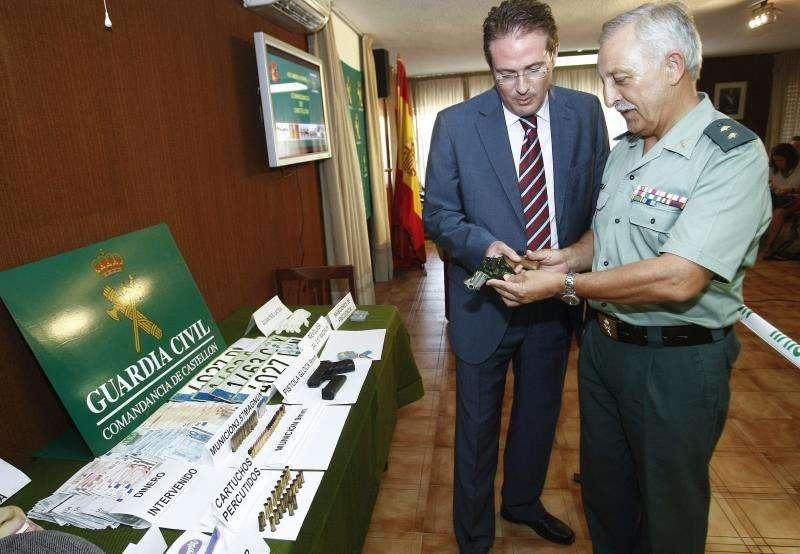 El en ese momento subdelegado del Gobierno en Castellón, David Barelles (i), en una imagen de agosto de 2012. EFE/Archivo