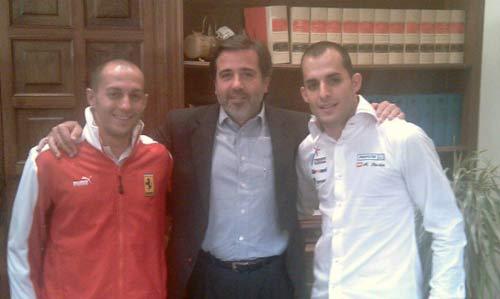 El alcalde de Sagunto, con los hermanos Barba. FOTO GABINETE COMUNICACIÓN