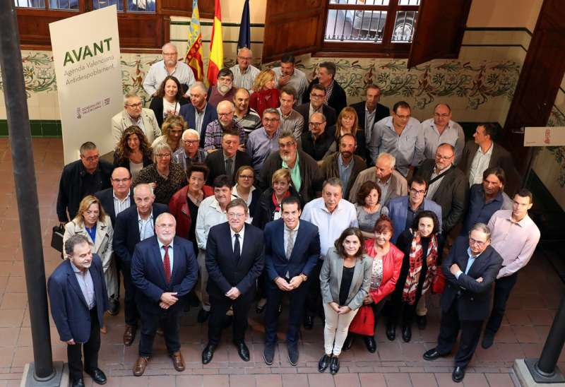Ximo Puig con los alcaldes en Castellón