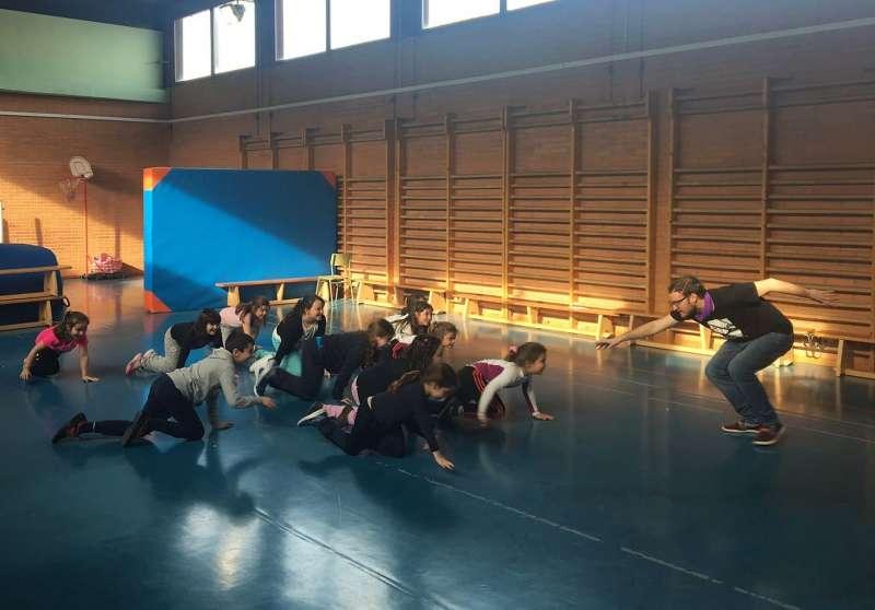 Xiquets en una de les classes de teatre. EPDA