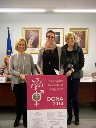 Presentación del cartel del Día de la Mujer de la Pobla de Vallbona. Foto EPDA