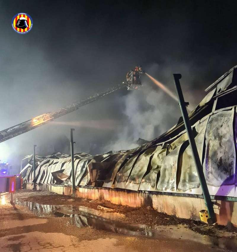 Extinci�n del incendio en Sinarcas, durante la madrugada.