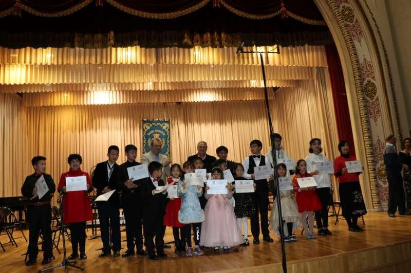La entrega de diplomas del intercambio musical. EPDA