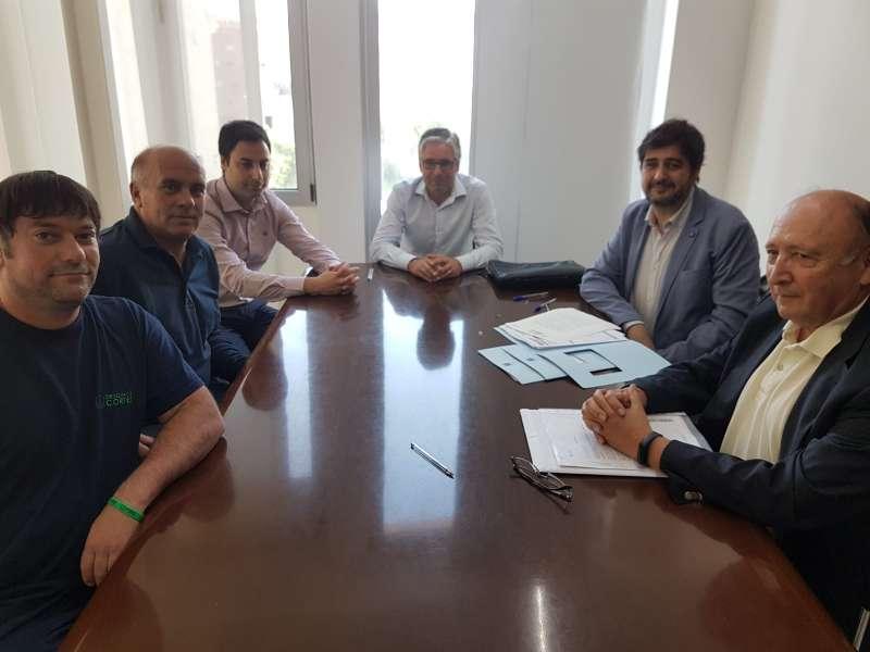 Una imagen de la reunión sobre la venta de las parcelas de Vilamarxant. / epda