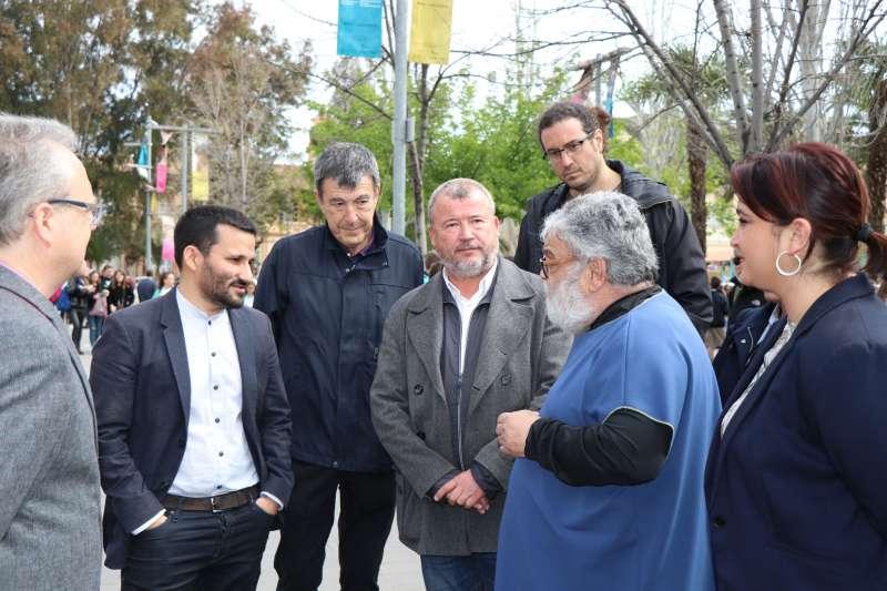 El alcalde, el conseller de Educación y concejales de la Corporación en el festival. EPDA