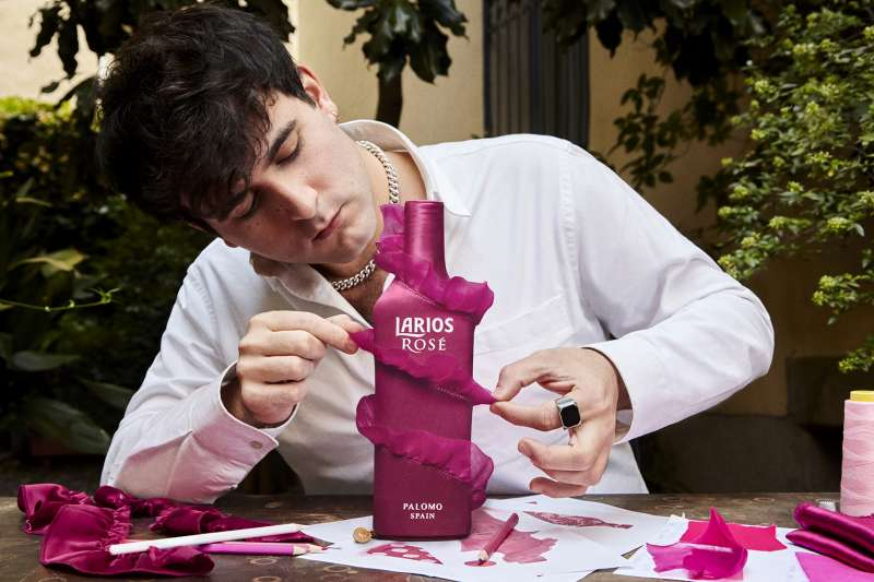 El diseñador, Palomo Spain, con su nueva creación