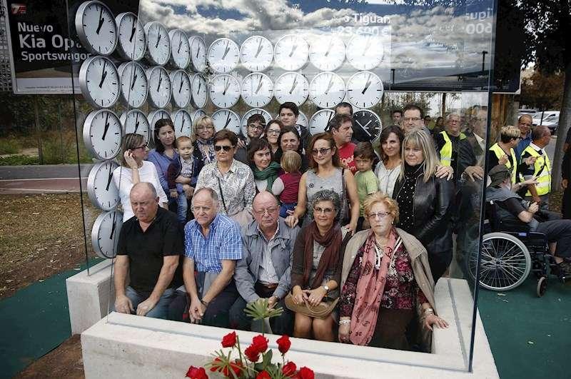 Los miembros de la Asociación de Víctimas del Accidente de Metro de Valencia del 3 de julio de 2006. EFE