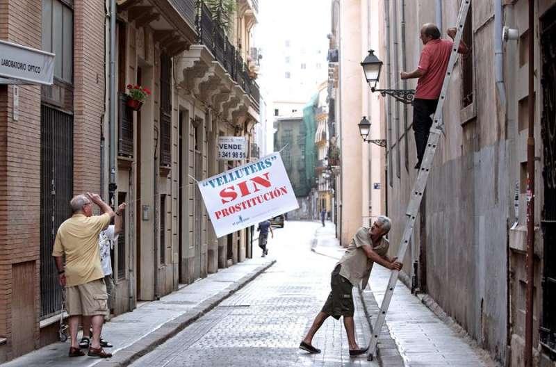 Imagen de archivo del barrio de Velluters de València, donde se ha clausurado una pensión en la que se ejercía la prostitución. EFE