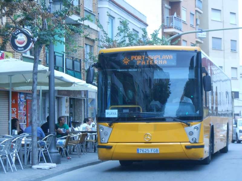 El bus circula por las calles de Paterna. EPDA