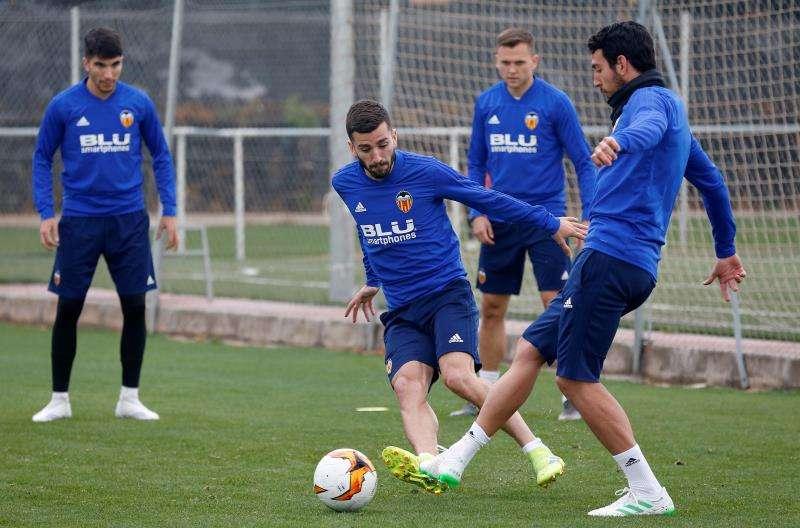 Los jugadores del Valencia CF, Dani Parejo y Jose Luis Gayá durante un entrenamiento. EFE/Archivo