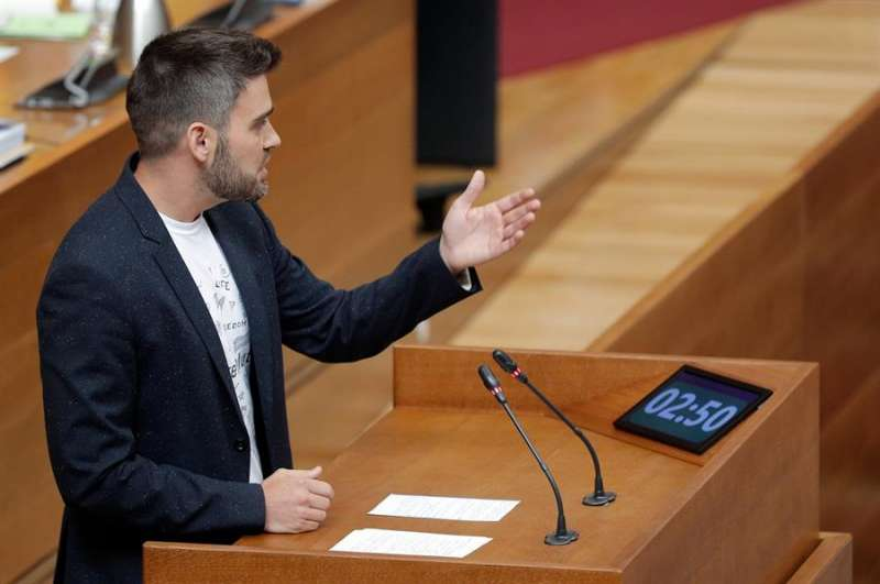 El portavoz de Compromís, Fran Ferri, interviene en la sesión de control en Les Corts Valencianes.EFE/ Kai Försterling