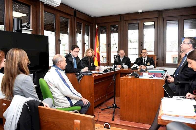 Un juzgado de Segovia acoge la vista en la que se juzga al profesor valenciano Vicente Belenguer. EFE