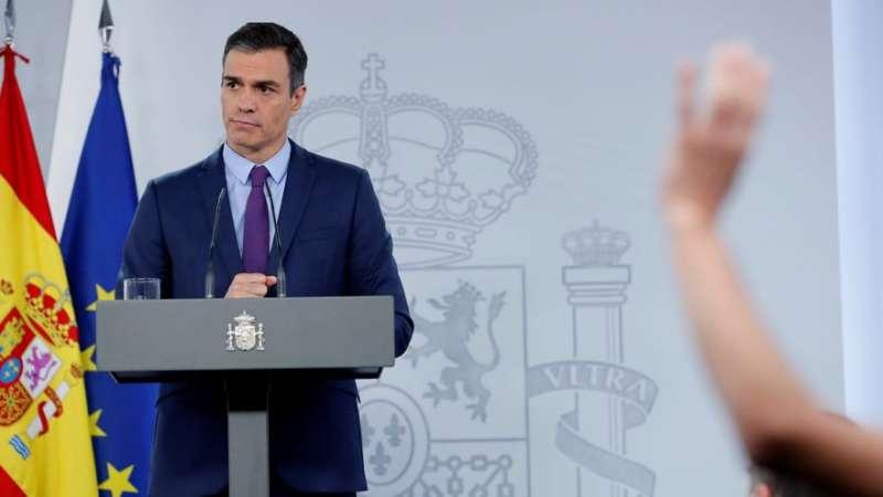 El presidente del Gobierno, Pedro Sánchez, este mediodía en el Palacio de la Moncloa. EFE