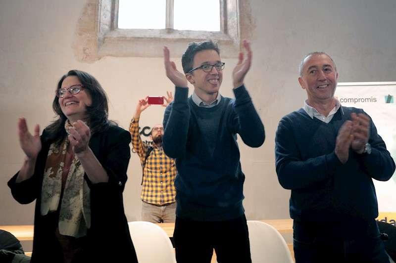 El candidato a la presidencia del Gobierno de Más País, Íñigo Errejón junto a Joan Baldoví y Mónica Oltra. EFE