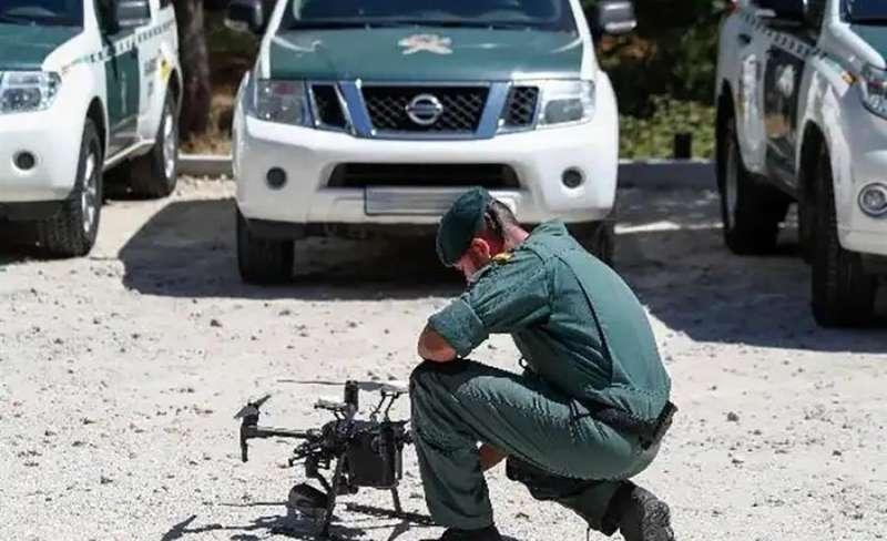 El último incidente atribuido a este sospechoso se produjo el pasado lunes en la carretera que une Chelva con La Yesa, cuando se apropió de un vehículo para huir. EFE/Guardia Civil