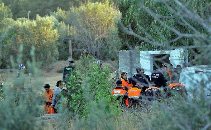 Tareas de búsqueda de los dos menores en Godella. EFE