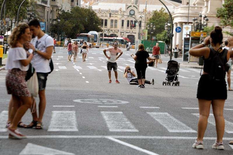 Plaza del Ayuntamiento de València, cerrada al tráfico como todos los últimos fines de semana de mes. EFE/J.C.Cárdenas/Archivo