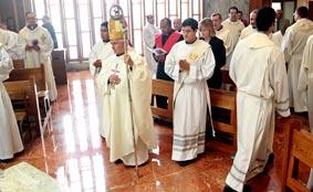El cardenal Antonio Cañizares vuelve a Valencia. FOTO AVAN