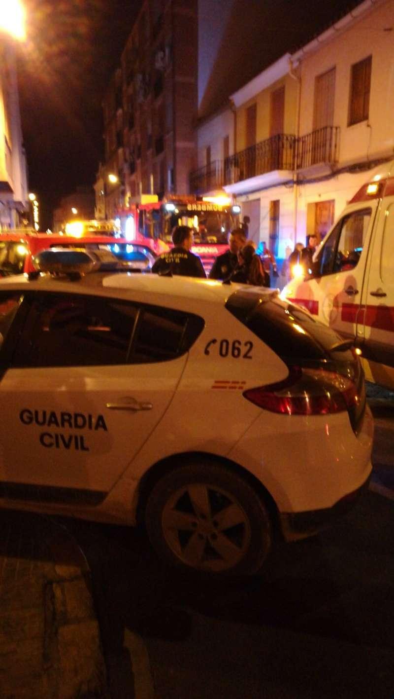 Guardia Civil, ambulancia y bomberos en Alfara del Patriarca. FOTO EPDA