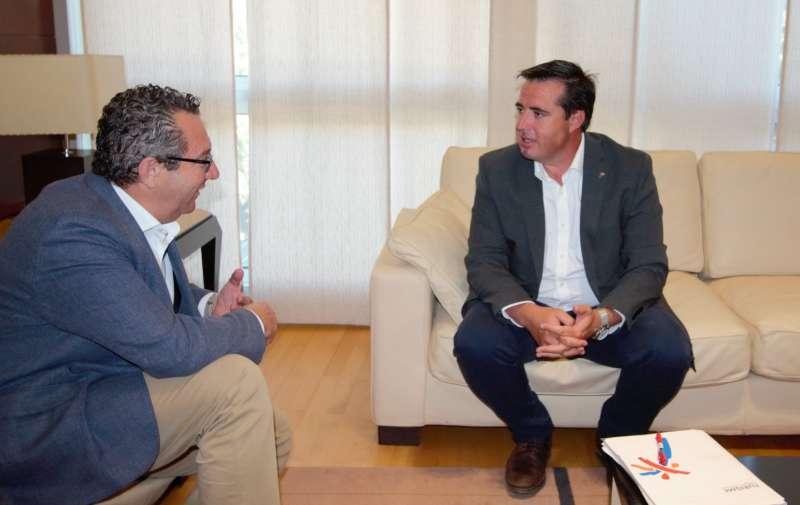 Reunión entre el director general de Turismo, Herick Campos, y el alcalde de Benidorm, Toni Pérez. EPDA