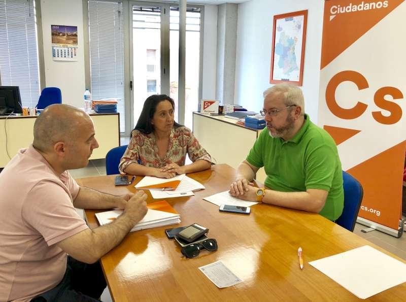 Reunión de los concejales de Cs Burjassot, Tatiana Sanchis y David Sánchez, con Jorge Ochando. epda