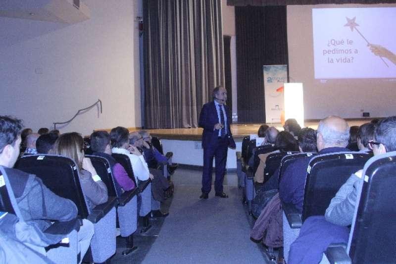 Emilio Duró durante la conferencia en Castellón.
