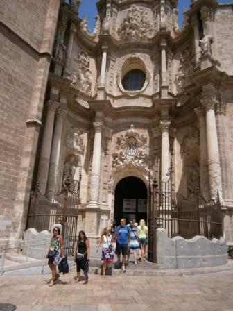 El primer día se realizará una visita panorámica de Valencia, pasando por las principales calles y plazas, visita a pie por el centro histórico y parada en la Catedral y la Ciudad de las Artes y de las Ciencias. FOTO: DIVAL