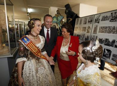 Rita Barberá visita los talleres falleros