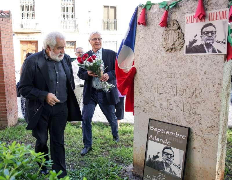 El alcalde Joan Ribó y la concejala Neus Fábregas en el homenaje a Salvador Allende