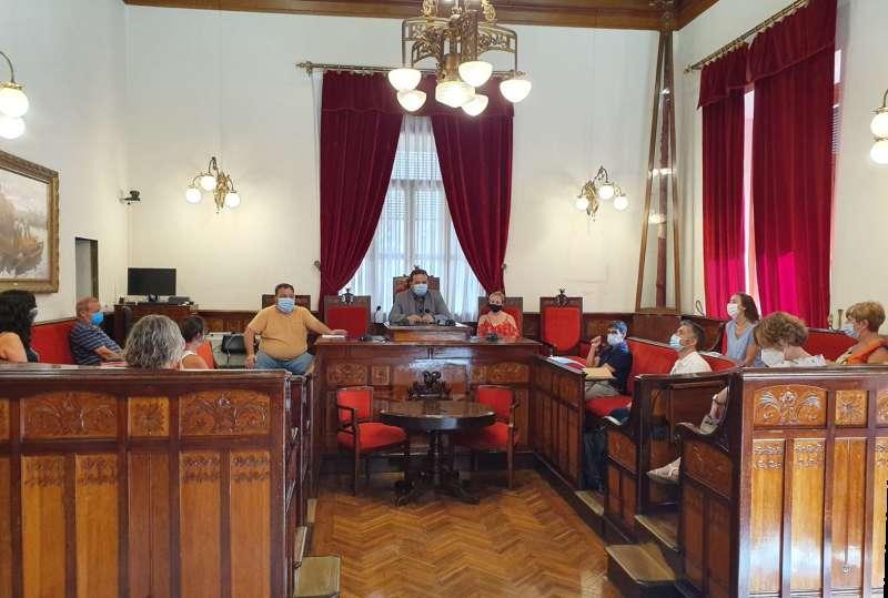 Reunión en el salón de sesiones