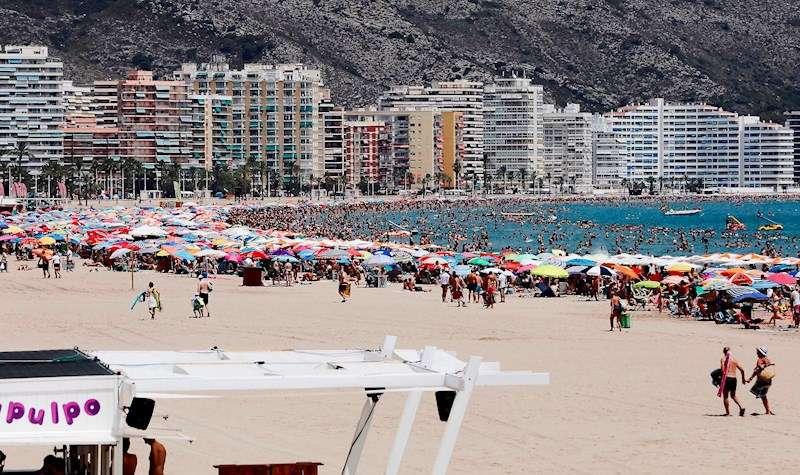 Playa de la localidad valenciana de Cullera. EFE/Juan Carlos Cárdenas/Archivo
